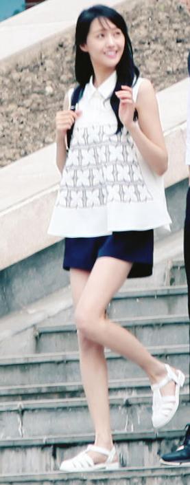 微微一笑很倾城郑爽同款白色凉鞋 品牌JUJU果冻鞋