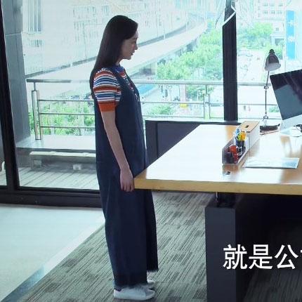 周末父母王鸥赵佳妮同款条纹针织T恤+吊带牛仔阔腿裤