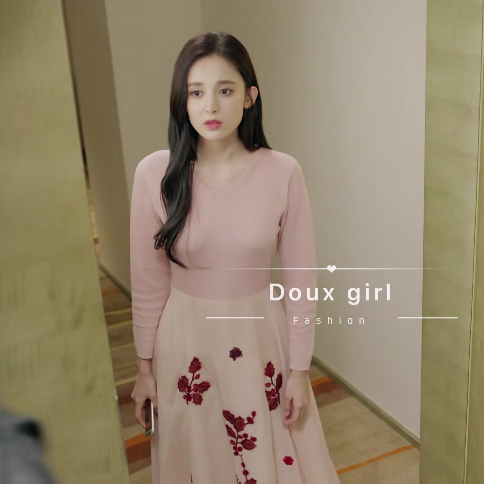 十年三月三十日古力娜扎袁莱同款粉色拼接连衣裙