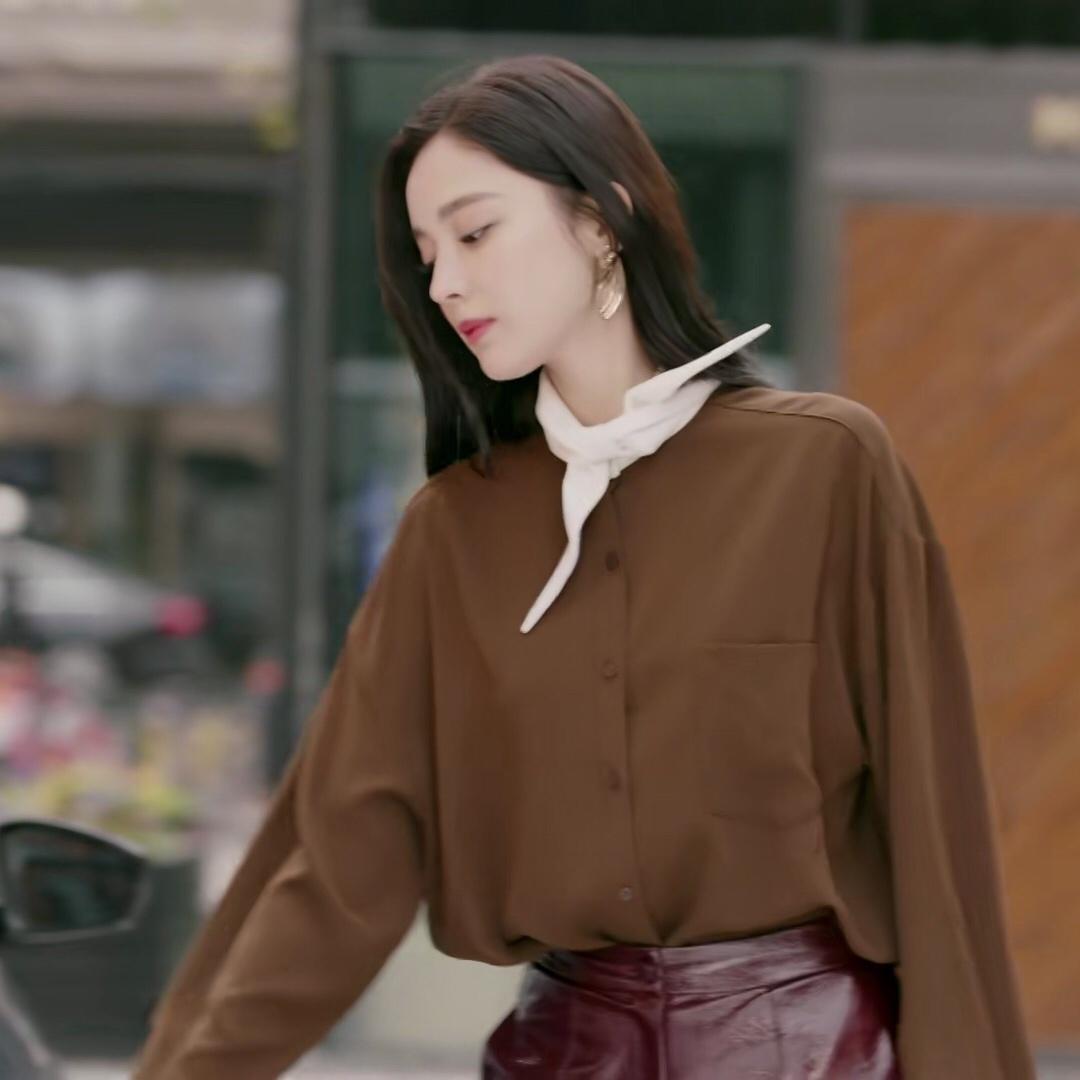 十年三月三十日袁莱古力娜扎同款深棕色雪纺衬衫女蝴蝶结系带上衣