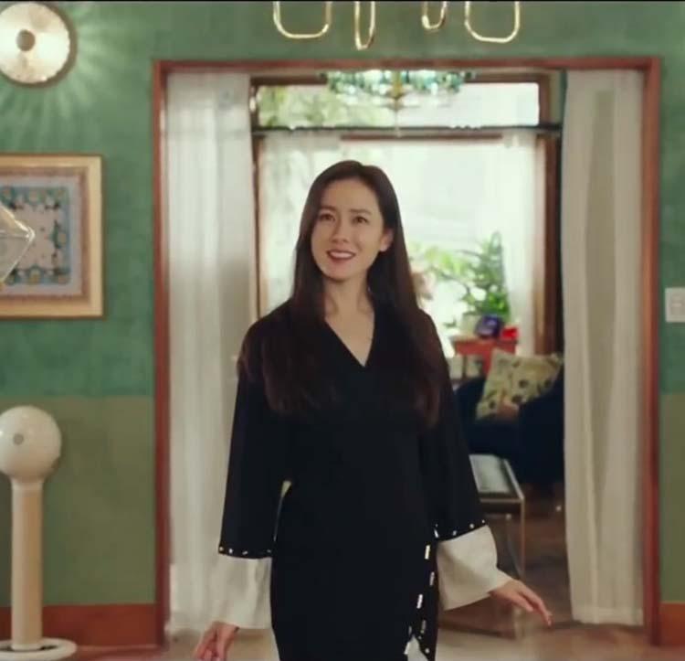 爱的迫降孙艺珍同款黑色设计感v领随性舒适气质中长款打底连衣裙